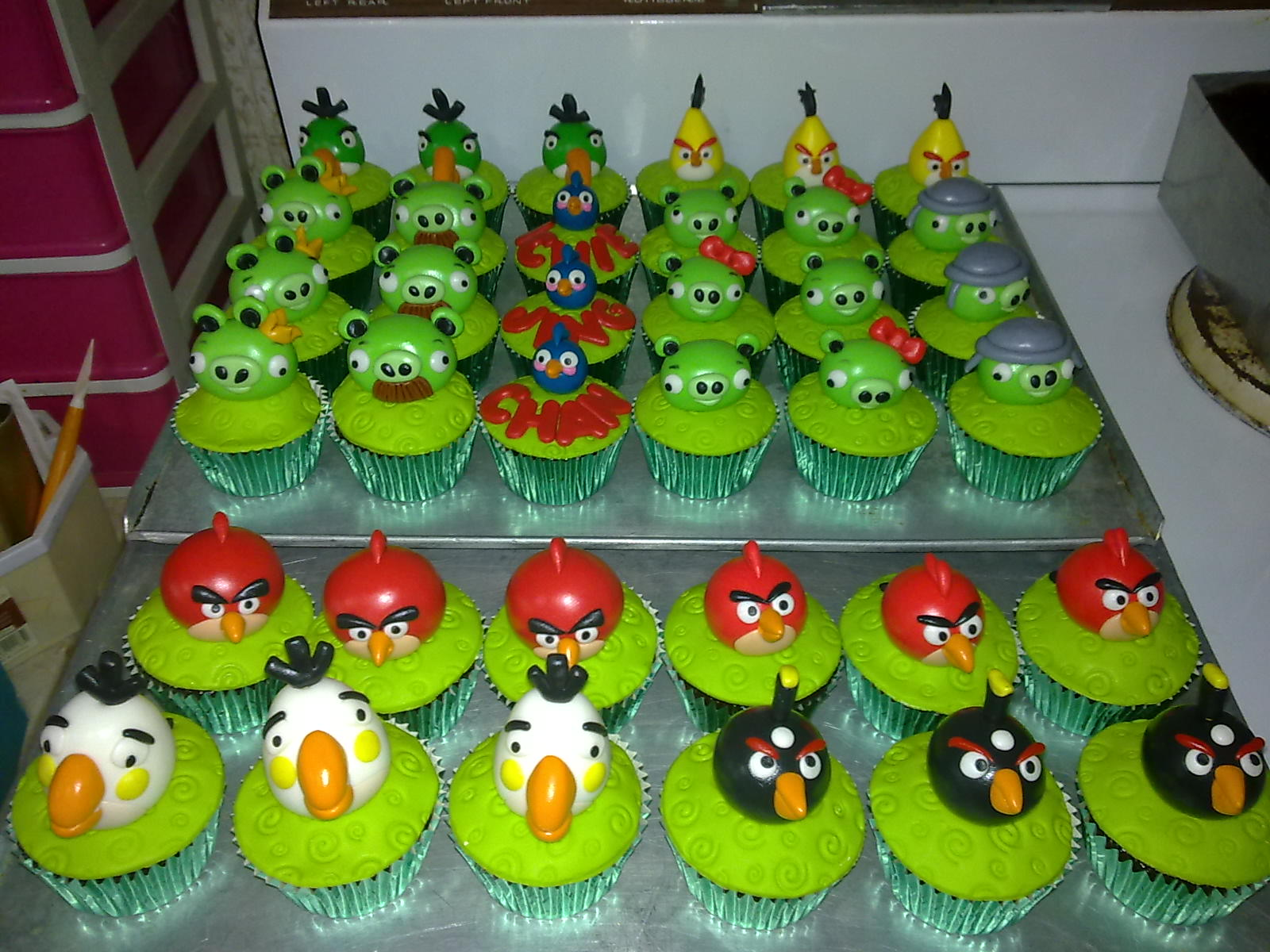 Angry Birds Cupcakes to celebrate in the gaming Spirit Cakes and
