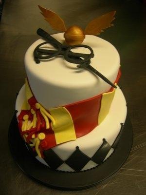 Hogwarts School Logo Cake