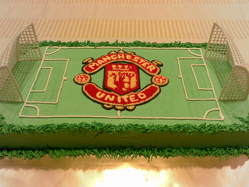 manchester-united-field-ground-football-team-logo-cakes-cupcakes-mumbai-2