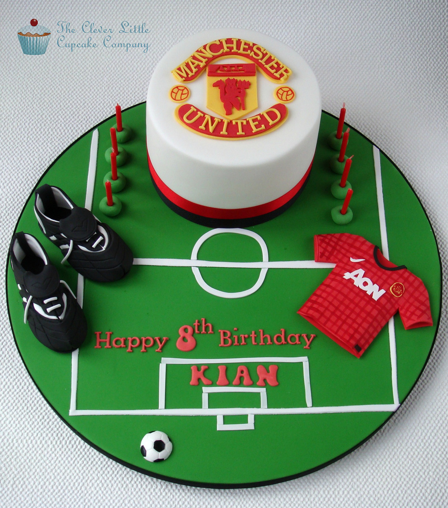 manchester-united-football-team-logo-cakes-cupcakes-mumbai-24