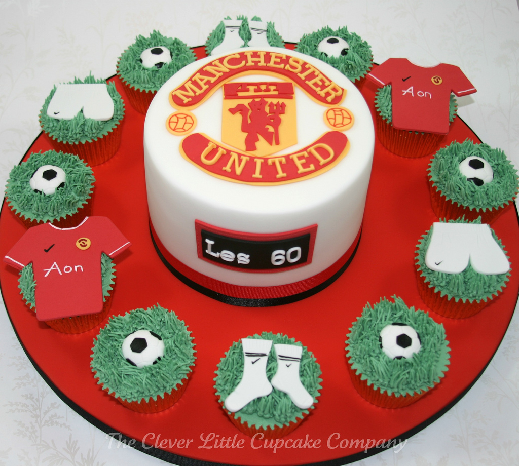 manchester-united-football-team-logo-cakes-cupcakes-mumbai-26