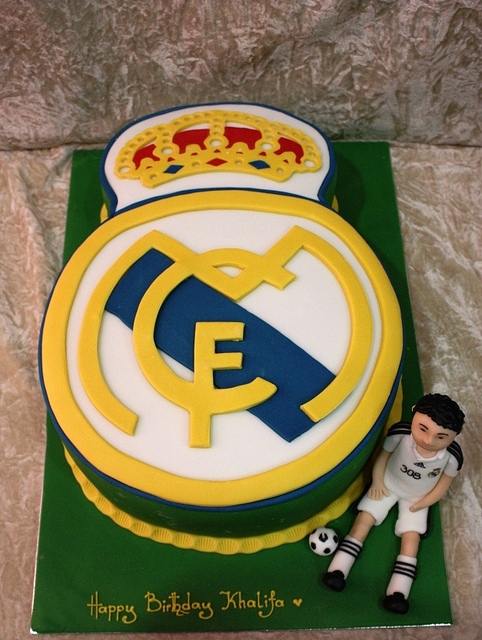 real-madrid-player-football-team-logo-cakes-cupcakes-mumbai-6