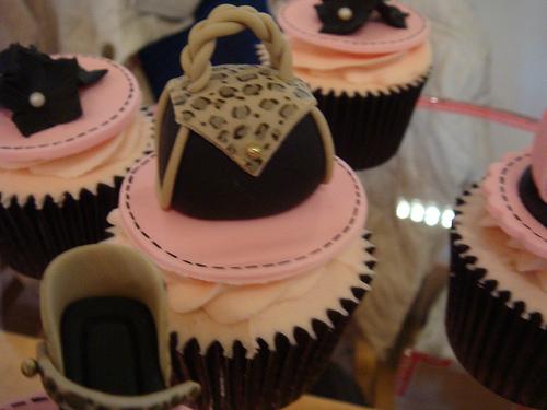 designer-bags-lv-gucci-prada-cakes-cupcakes-39