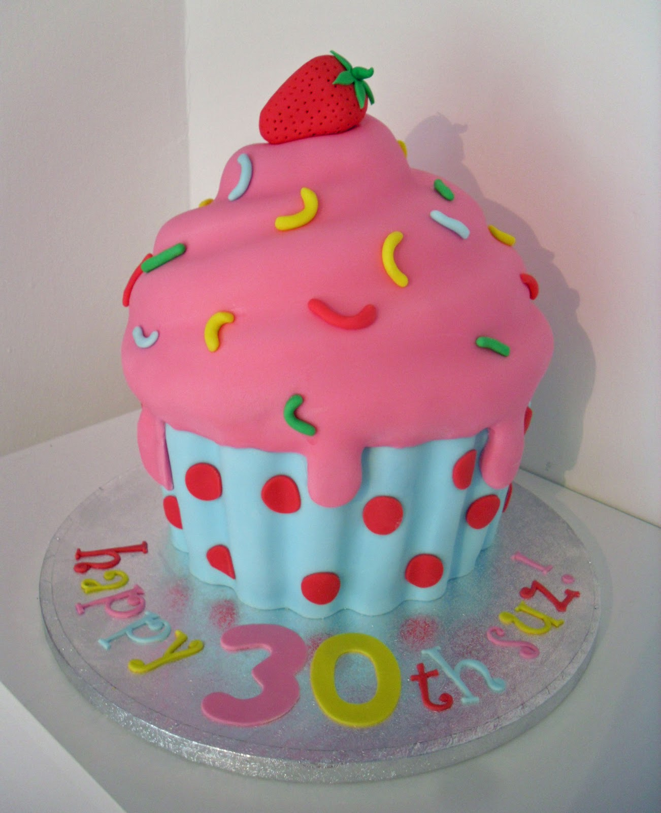 Birthday Cake Ideas With Cupcakes : giant cupcake - Cakes and Cupcakes Mumbai