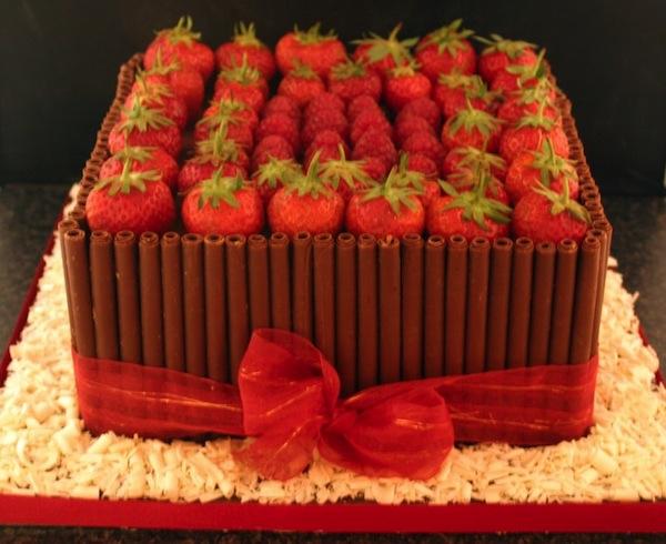 strawberry-designer-cakes-cupcakes-mumbai-2013-6