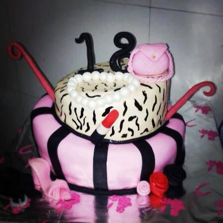 18th-birthday-designer-cakes-cupcakes-mumbai-41