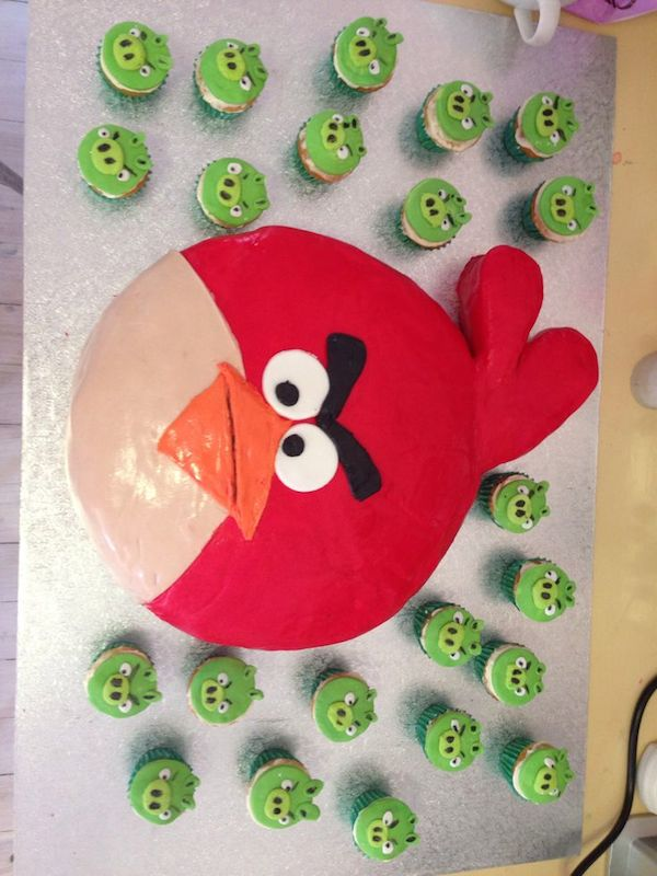 angry-birds--theme-designer-cakes-mumbai-october-2013-45