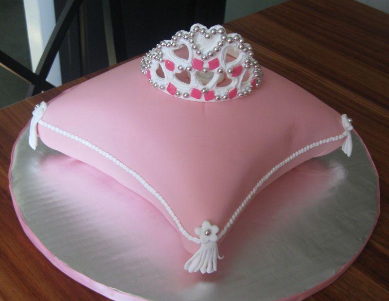 crown-theme-designer-cakes-mumbai-october-2013-12