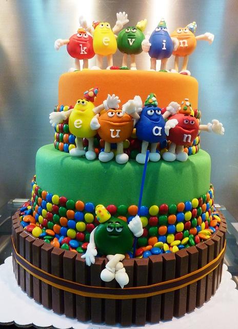 designer-theme-birthday-wedding-engagement-cakes-cupcakes-mumbai-29