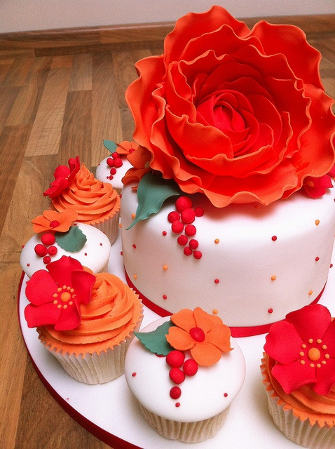 flowerthemedesignerthemebirthdayweddingengagementcakes