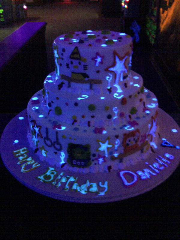 glow-in-dark-theme-designer-cakes-mumbai-october-2013-15