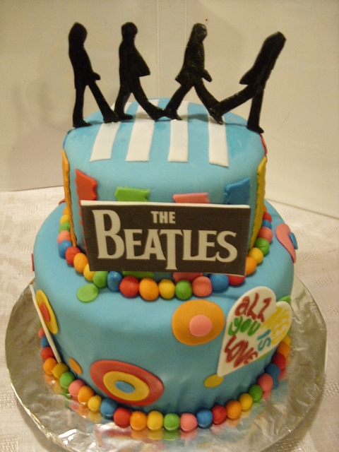 21 Elaborately Decorated Cakes For Music Lovers