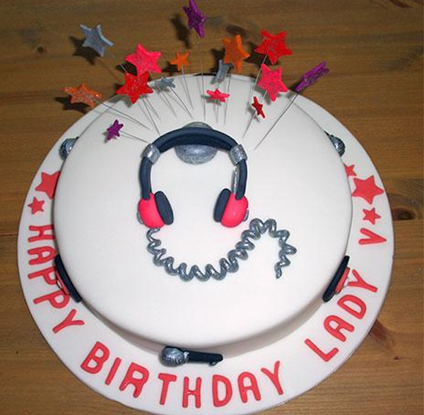 headphones-music-theme-customised-cakes-cupcakes-mumbai-buy-online-3