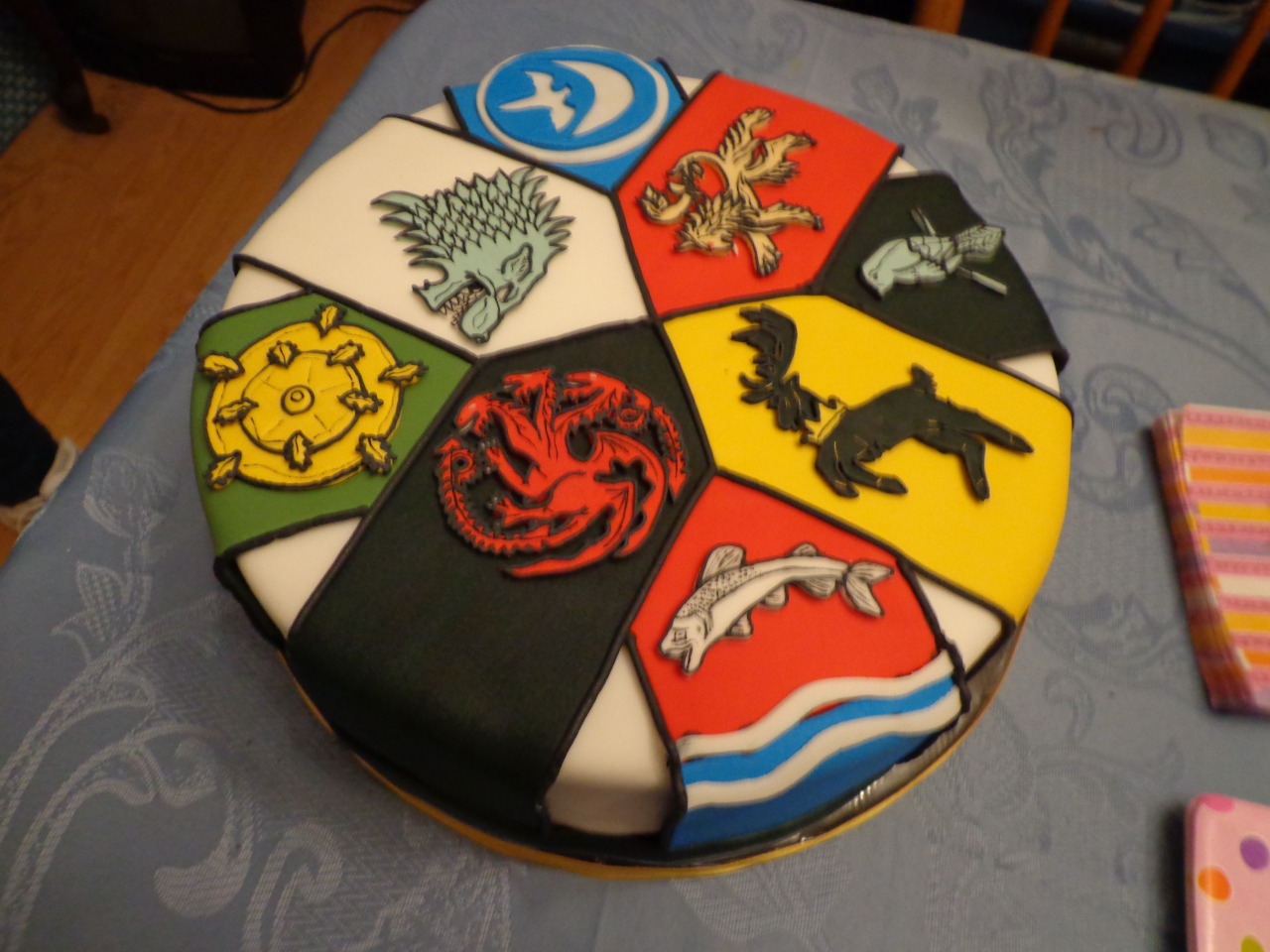 25-game-of-thrones-theme-designer-cakes-cupcakes-mumbai-33-sigil-cake